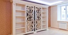 Красивая шкаф из резьбой да перфорацией