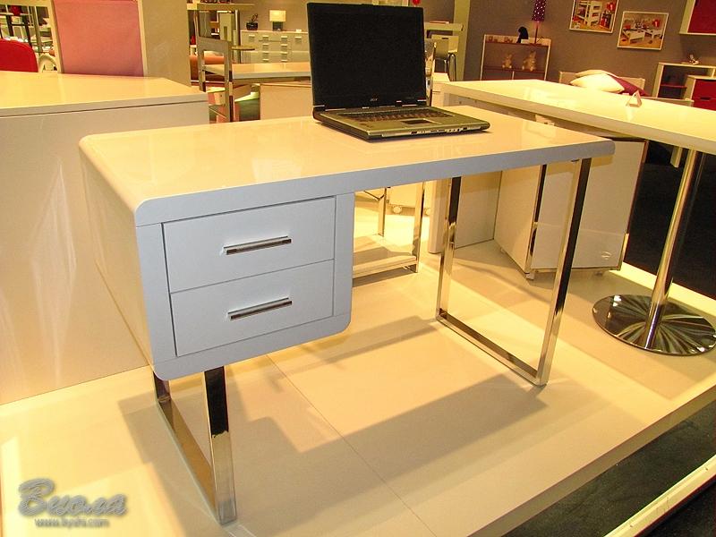 Радиусная мебель для торговых залов на заказ.